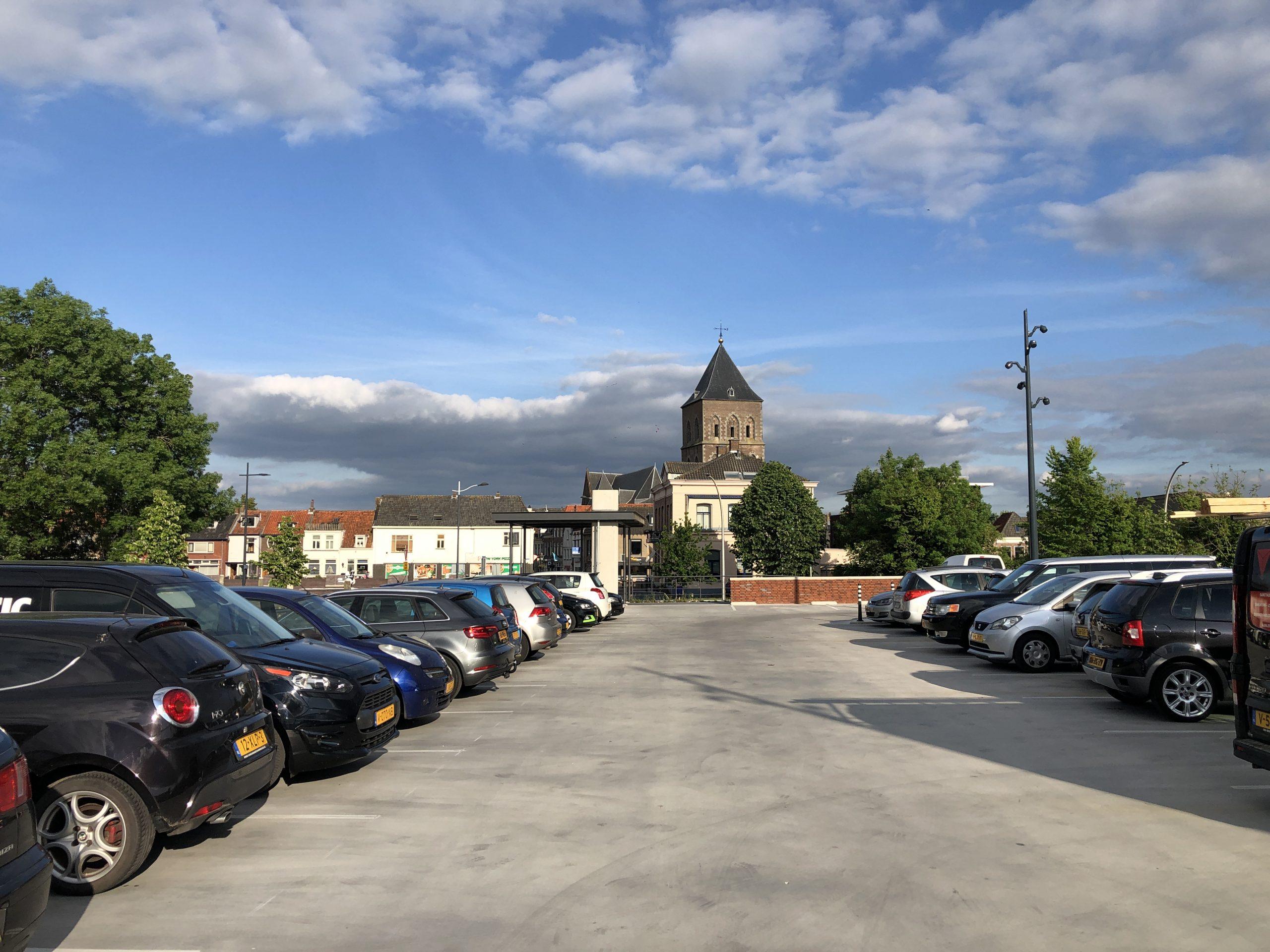 Scheurvorming en lekkage parkeergarage Buitenhaven geen gevolg van verkeerd programma van eisen en/of bestek