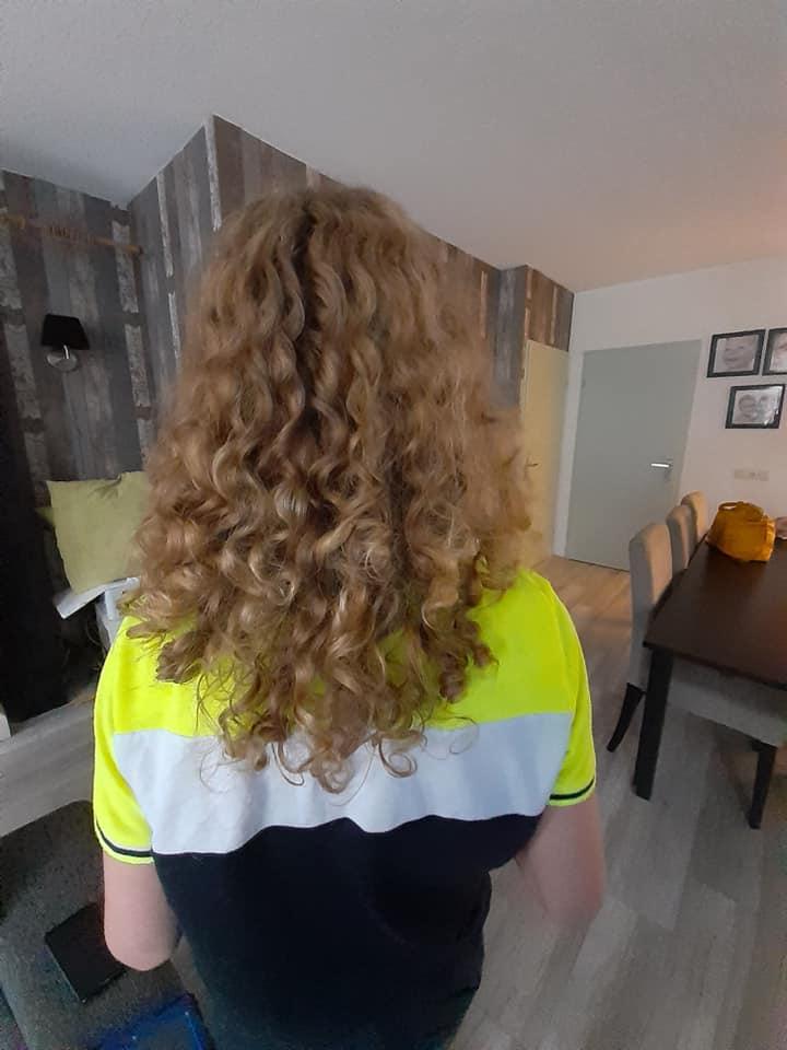13-jarige Marco doneert haar aan Stichting Haarwensen