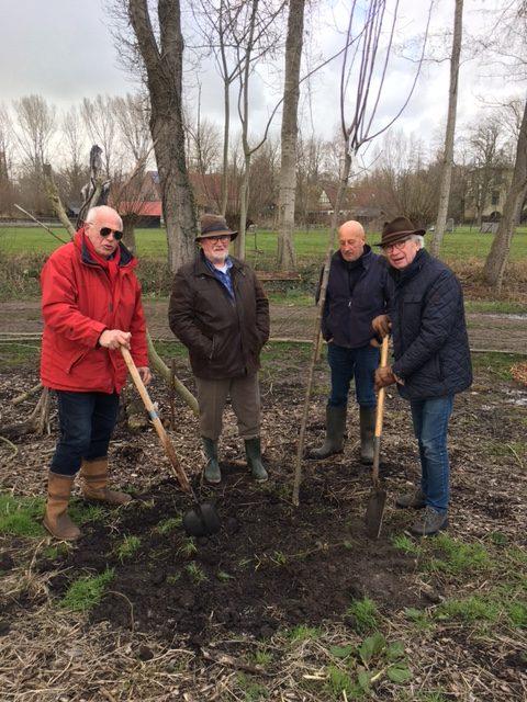 Rotaryclub Kampen ondersteunt Stichting Voedselbos Kampen met bomen