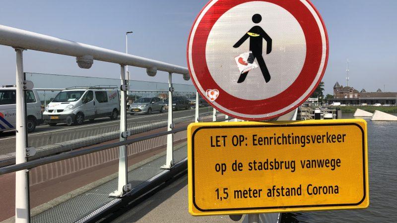 Eenrichtingsverkeer Stadsbrug blijft