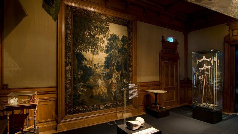 Enorm 18e-eeuws wandtapijt Stedelijk museum Kampen ingevroren