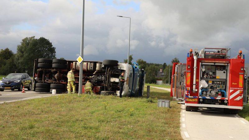 Gekantelde vrachtwagen op Frieseweg