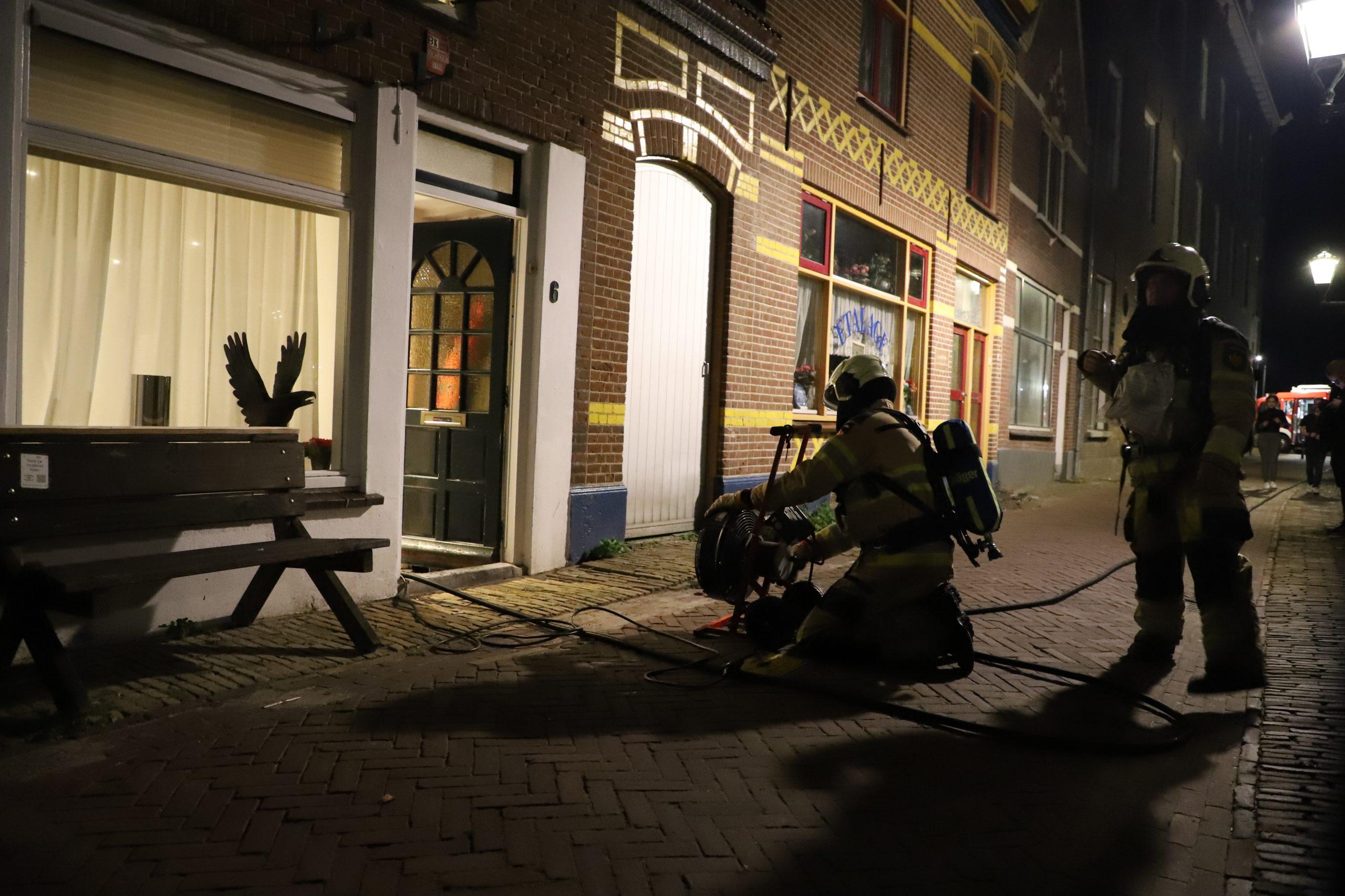 Keukenbrand in Botervatsteeg houdt brandweer bezig