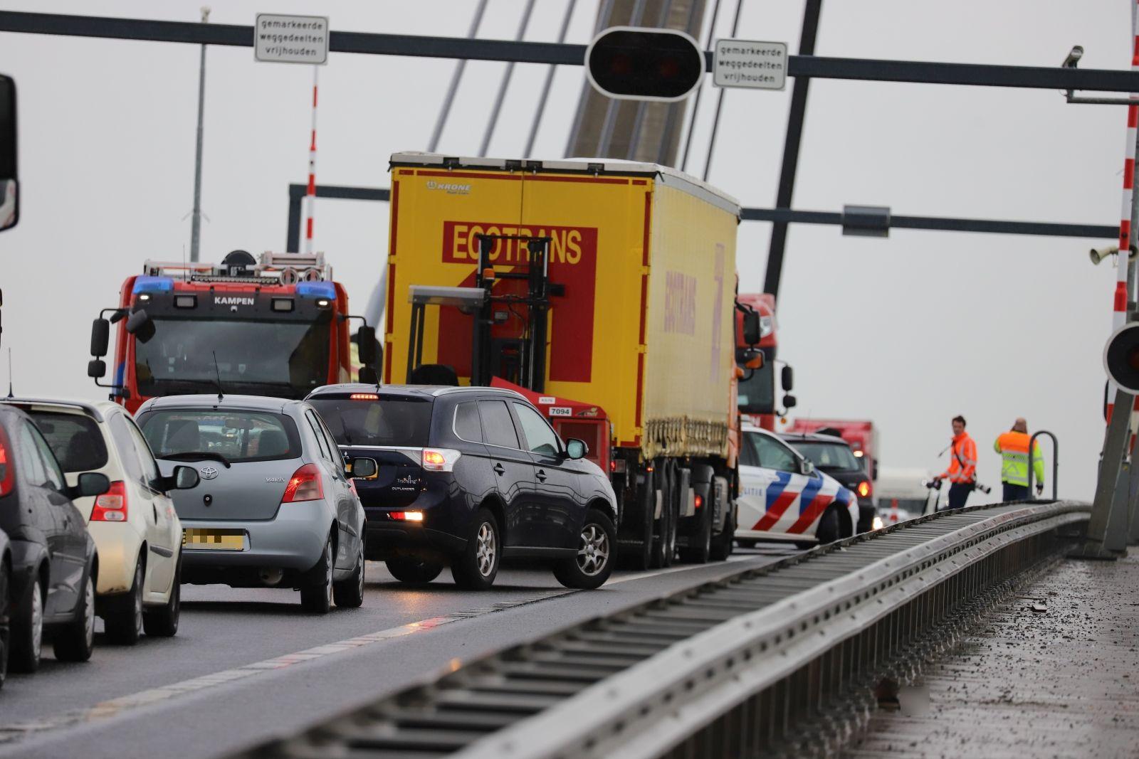 Ongeval op N50, verkeer zit vast tussen Ens en Kampen Zuid